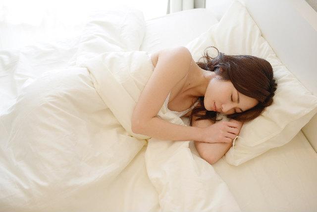 寝る姿も肌に影響がある